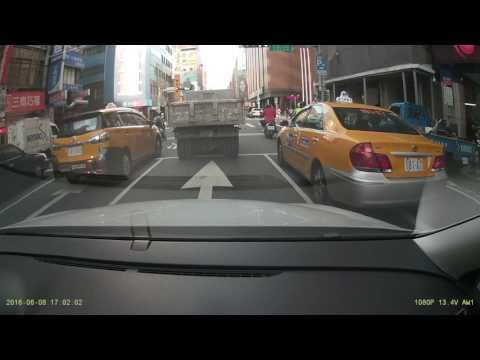 TAS-330 計程車違規從中線直接右轉