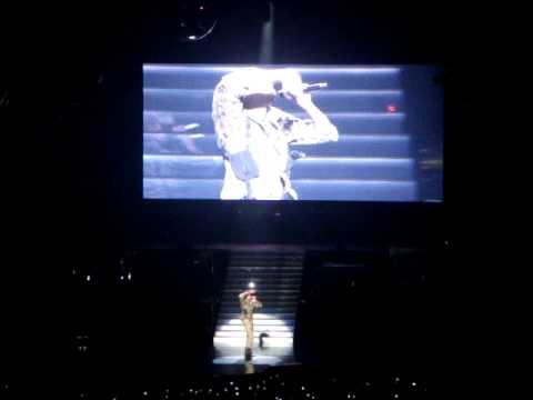 Chris Brown F.A.M.E. Tour - Talking/Run It (Sydney - 260411)