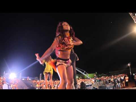 Dr Sid & Tiwa Savage Perform Dorobucci Live At The Trek 2014 – Ekwulobia