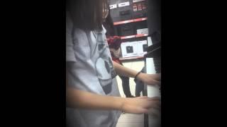 Астана  технодом девушка классно играет на пианино