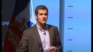 """J.C. Eichholz: """"Los gob. de Piñera están más cargados a la gestión y los de Bachelet al relato"""""""