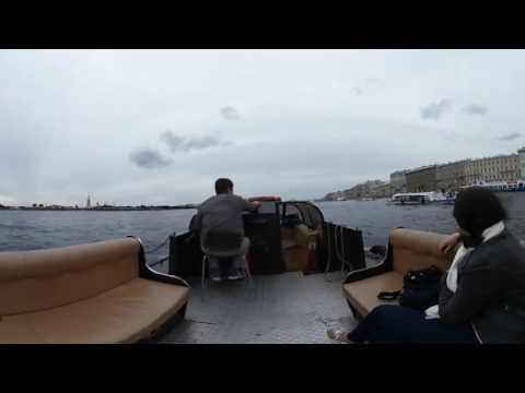 Sightseeing guided tour of St. Petersburg by boat. (360° HD Video)
