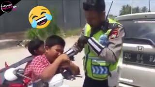 10 Kelakuan Lucu Pengendara Saat Ditilang Polisi Bikin Ngakak Abis