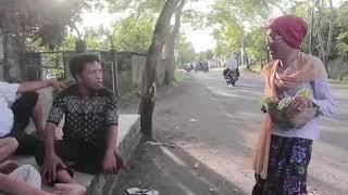 Video LUCU BANGET ! VIDEO LUCU NENEK-NENEK NAIK OJEK di LOMBOK download MP3, 3GP, MP4, WEBM, AVI, FLV Agustus 2018