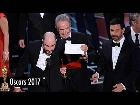 Thumbnail: HUGE MISTAKE at the 2017 Oscars! Moonlight BEATS La La Land for Best Picture