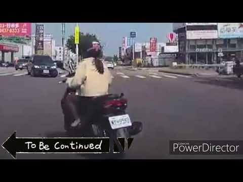 Motorcycle vol.19/女騎士外側左轉差點被汽車駕駛撞到