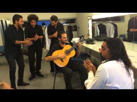 Diego el Cigala calentando antes del Concierto de Madrid