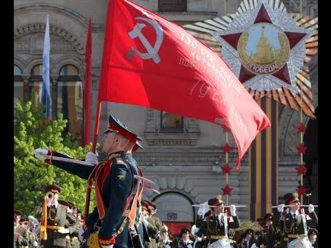 MOSCÚ:  LA BANDERA CON LA HOZ Y EL MARTILLO ABRIÓ EL 70 ANIVERSARIO DEL TRIUNFO SOBRE EL FASCISMO.