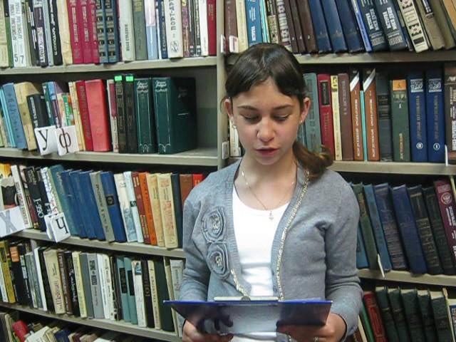 Изображение предпросмотра прочтения – АннаМалькова читает произведение «Зеленый шум» Н.А.Некрасова