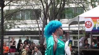 Transvestitas prieš homofobus