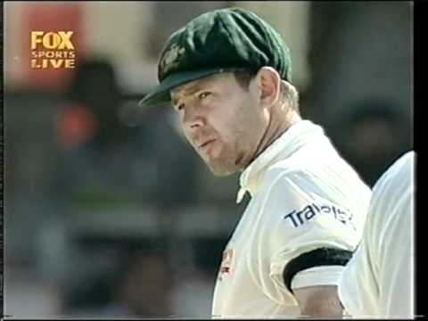 Ponting smashed in the face, no helmet, watch his reaction!