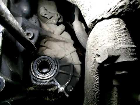 Volkswagen Passat B6(VW)/Фольксваген Пассат Б6 как поменять сальник привода/ Replacing Gland Drive.