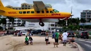 CRAZY DHL Pilot makes some LOW Landings at Princess juliana (HD1080p)