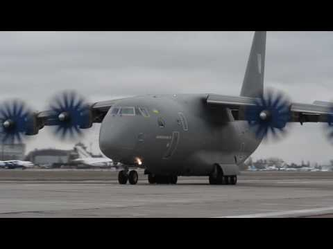 Видеохит. Эффектная посадка Ан-70 при мощном боковом ветре