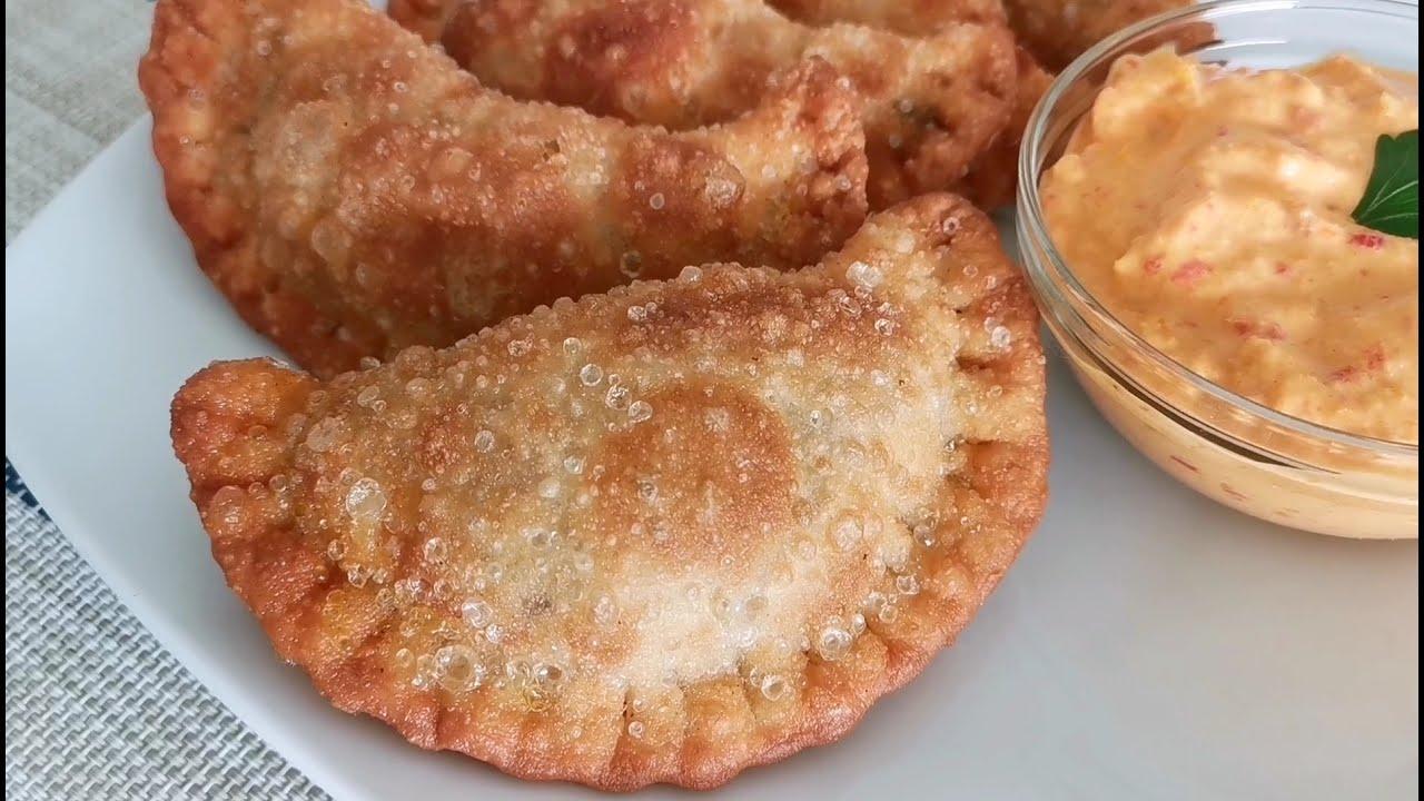 Empanada frita de carne.  Fried meat empanada.  Жареная эмпанада с мясом.