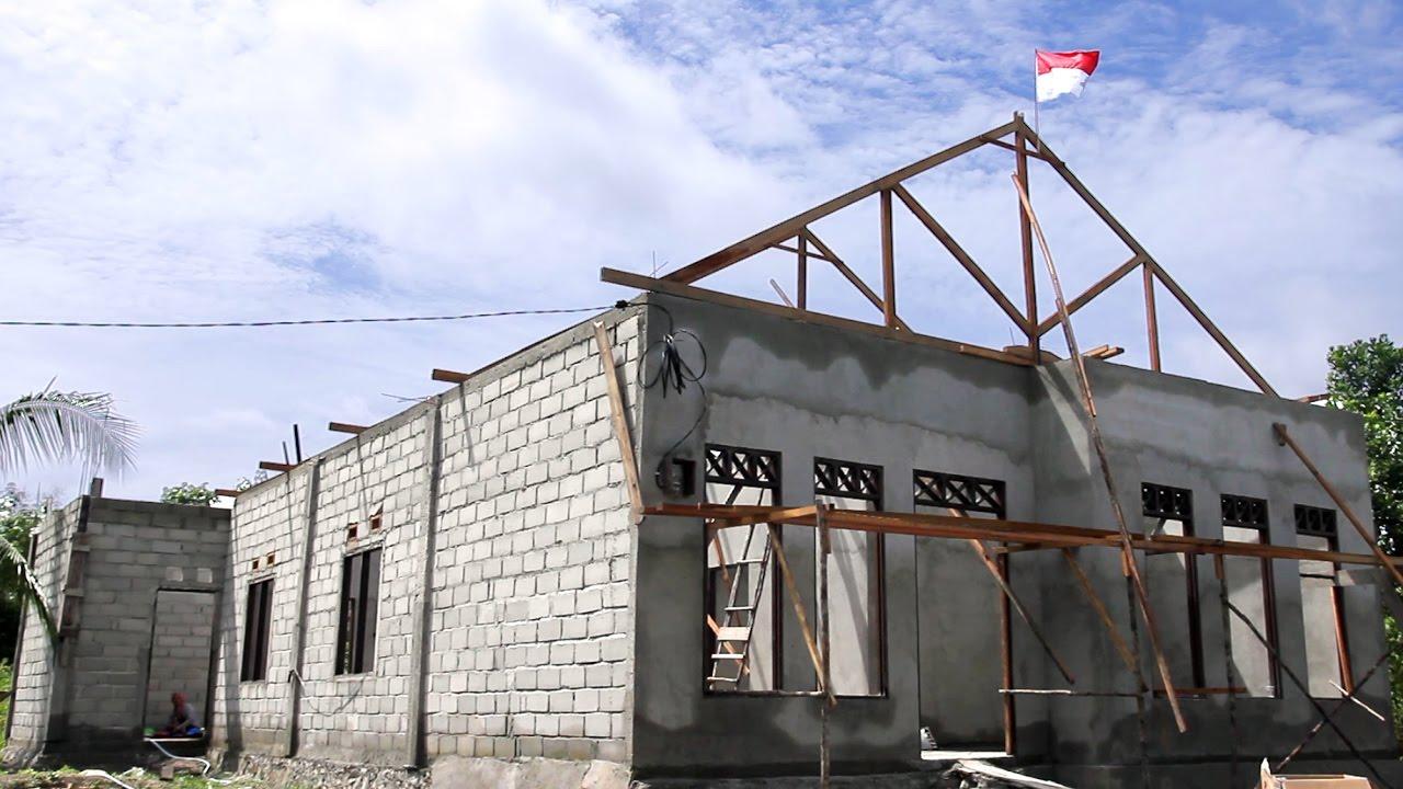 Selamatan Pasang Kuda Kuda Atap Rumah Sederhana Bagian 1 Building Simple House Indonesia Youtube Kuda kuda rumah minimalis