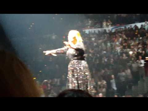 "Adele""Hello"" front stage Atlanta Oct 29, 2016"