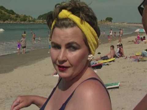 NZ On Screen - The Topp Twins: The Beach