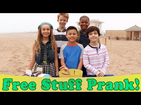 free-stuff-prank!-watch-out-for-the-claw!-walk-the-prank