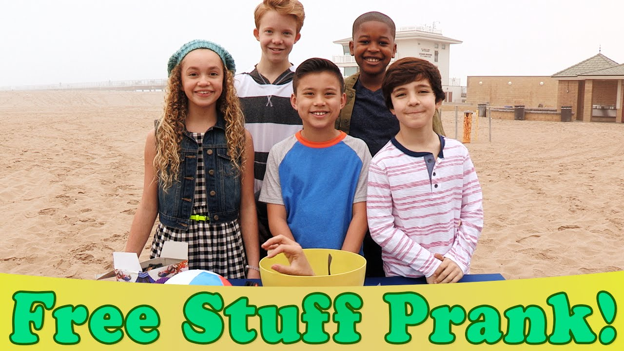 FREE STUFF PRANK!  Watch out for THE CLAW! Walk the Prank