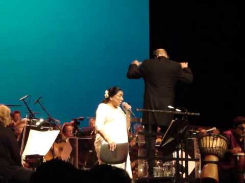Asha Bhosle, live in Holland.