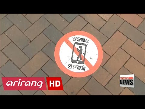 """Seoul city tackling smartphone-related road accidents caused by """"smombies"""""""