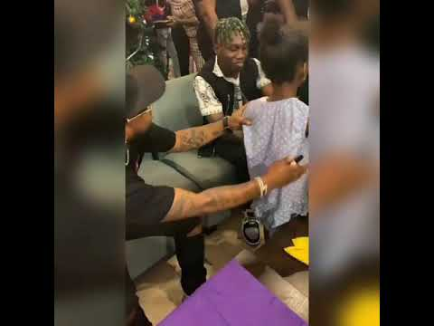 Davidoexercised his generous side once again at his autograph signing session in Abuja yesterday