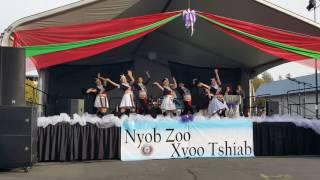 Tub nyiaj ntxhais kub Performance Outside stage .