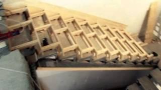 Обшиваем бетонную лестницу деревом