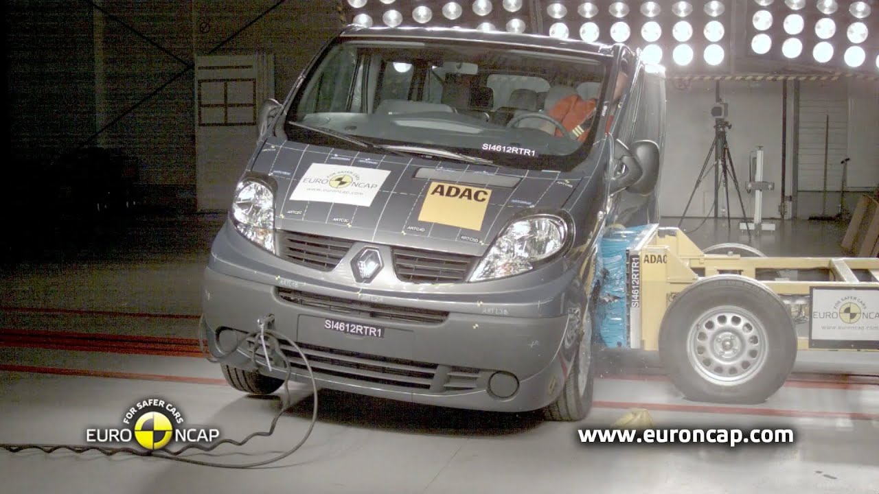 2013 renault trafic crash test youtube. Black Bedroom Furniture Sets. Home Design Ideas