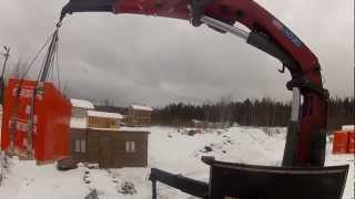 Разгрузка газобетона Краном-манипулятором(Январь 2013г. Санкт-Петербург. Компания Градус. Манипулятор HMF 4720 на шасси Scania P380. http://www.9474444.com., 2013-02-23T11:25:37.000Z)