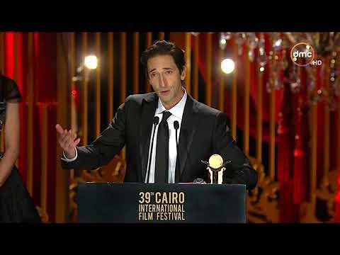 كلمة النجم أدريان برودي في ختام مهرجان القاهرة السينمائي الدولي 39