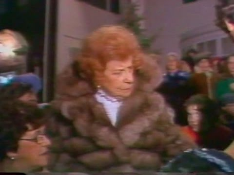 WEWS's Dorothy Fuldheim and Jan Jones light up Cleveland's Shaker Square Christmas lights