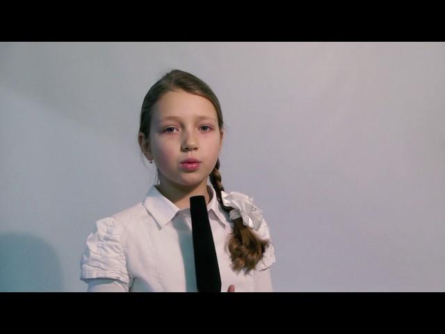 Изображение предпросмотра прочтения – ЕкатеринаВоробьева читает произведение «Дуб и трость» И.А.Крылова