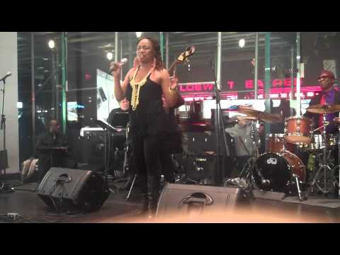 Live at the Upper West Side Apple Store NYC Lynette Washington/Dennis Bell Jazz NY.m4v