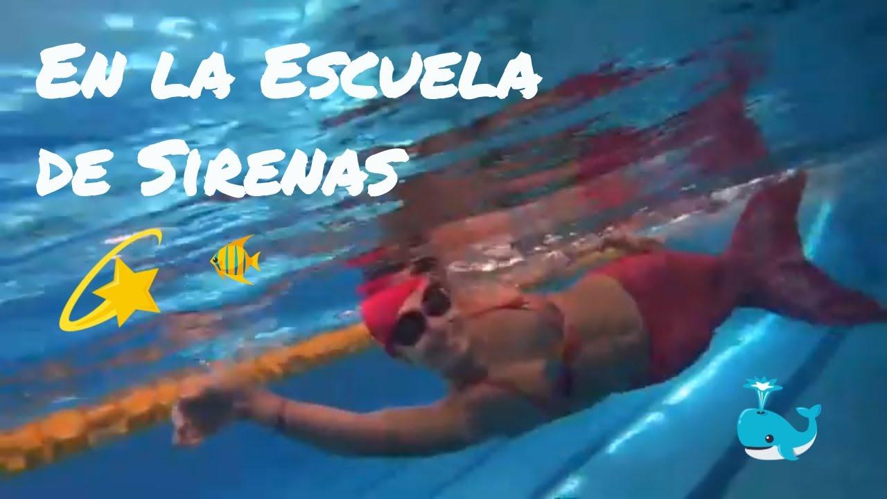 Alumnos Curso natación Sirena en piscina