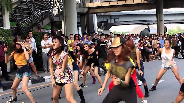 jennifer lopez flash mob  thailand 2012