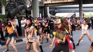 Jennifer Lopez: Flash Mob  Thailand 2012 MP3