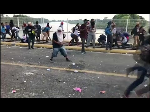 Migrants clash with security forces at Guatemala-Mexico border