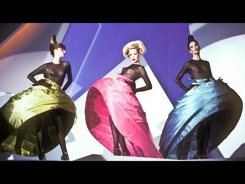 Thierry mugler les d fil s haute couture youtube for Thierry mugler a travers le miroir