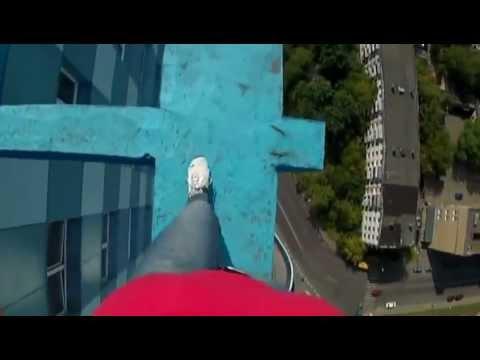 Une fille marche sur le toit d 39 un youtube - Assurer un immeuble en copropriete ...