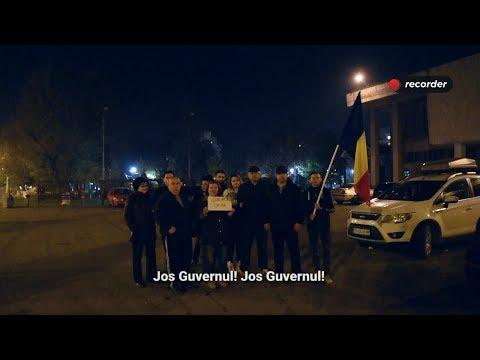 """Protest anti-PSD în Teleorman: """"Sunt prea mulți ani de când acest om ne ține cu piciorul pe grumaz"""""""
