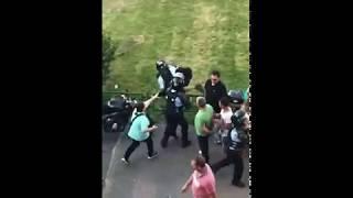 Protest 10 August 2018 : Loveste un politist cu piciorul in cap!