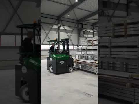 Aflevering van een elektrische combilift door Ausma Vorkheftruck BV te Heerenveen