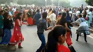 Flash mob @Palika Baazar, Delhi people dancing on the beats of Punjabi Dhol
