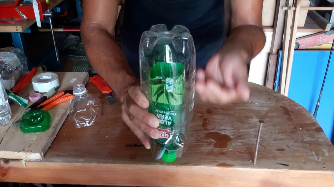 Bagnare Piante Con Bottiglie come bagnare le piante quando non ci siamo riciclando bottiglie di plastica