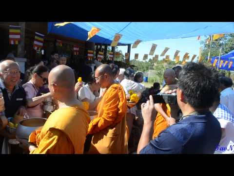 Kermesse at Wat Xieng -Thong Montpellier (France)