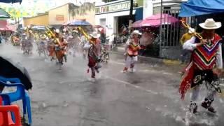 Arjantin; Yağmura ayaklarını vurarak, Kasırganın etkisini azaltmaya çalışan bir inanış..