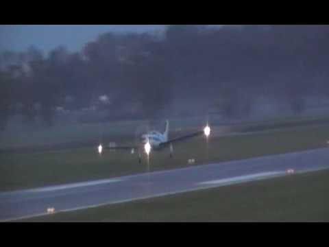 Piper PA-46-350P Malibu Mirage / Jet Prop DLX night take off