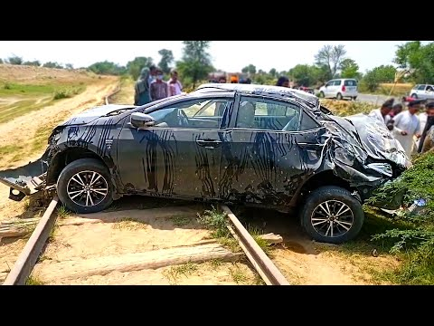 Accident of Toyota Corolla Altis 1.6 2014 | High Speed Tire Bust Resulted in Roll Over & Crash
